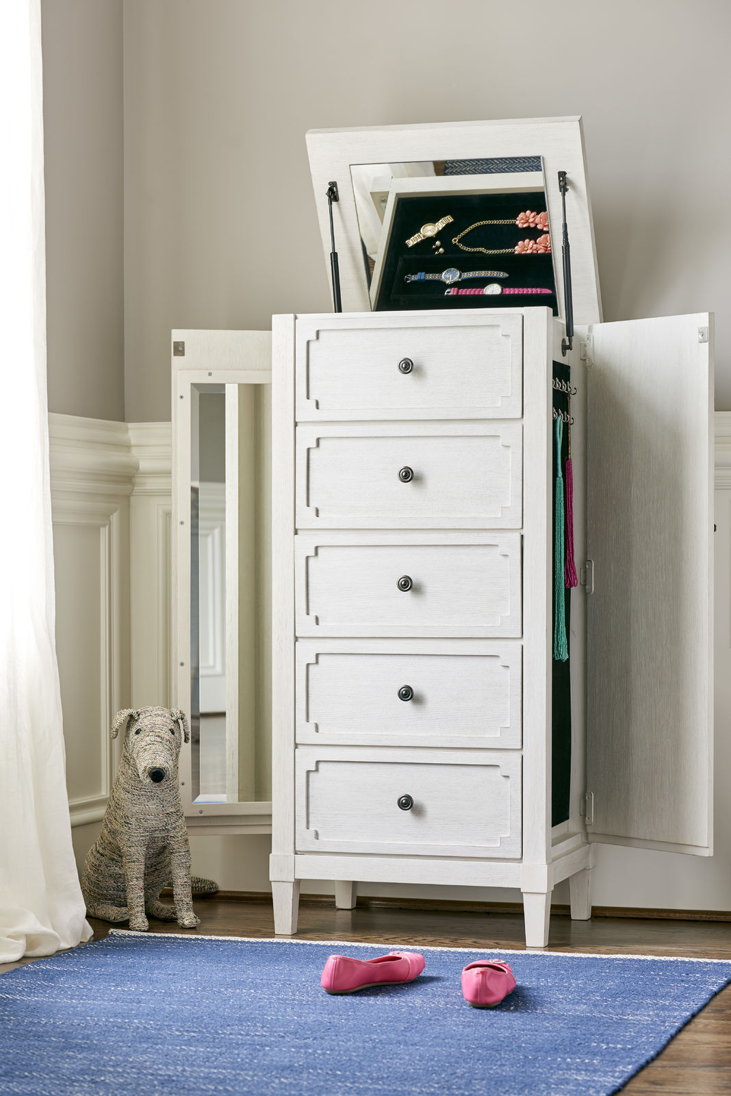 Chest with a mirror and side storage