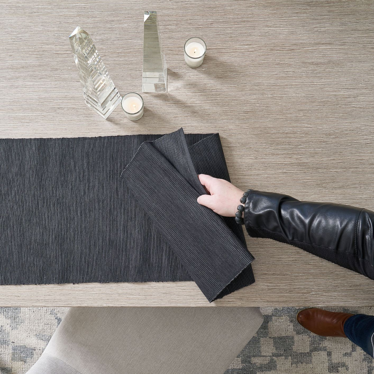 Black tablecloth in table
