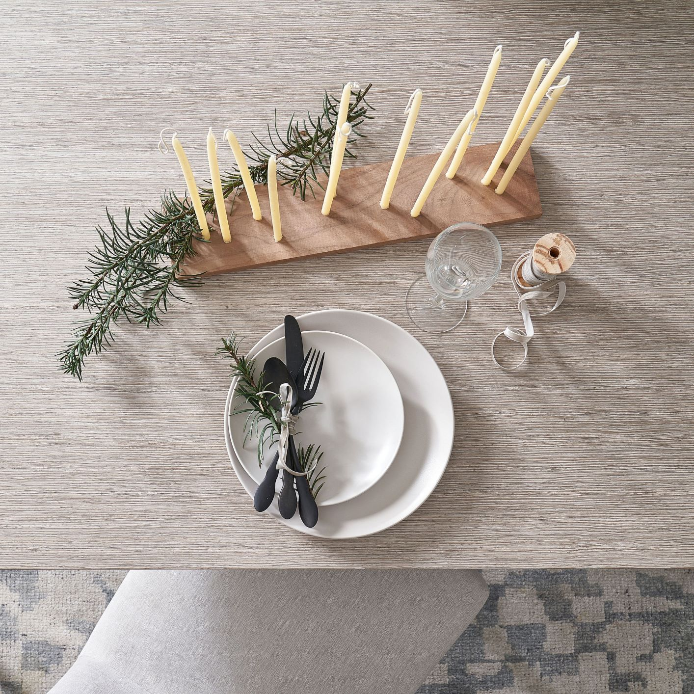 Minimalist Holiday Tablescape
